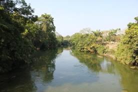 http://upload.wikimedia.org/wikipedia/commons/3/30/Mopan_River_in_Bullet_Tree_Falls.jpg
