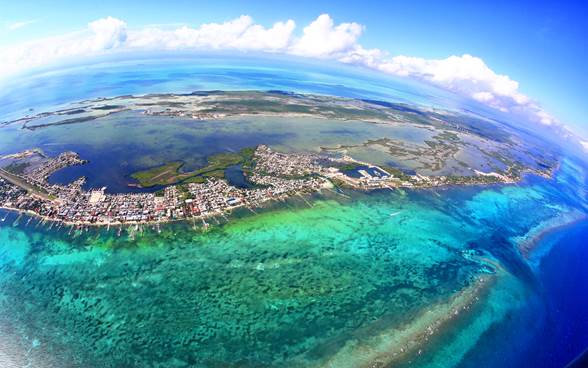 Great Blue Hole in Ambergris Caye, Belize