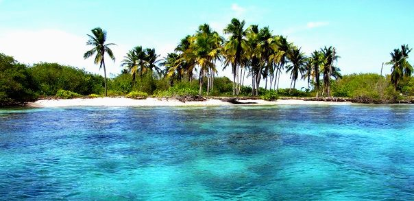 Morrocoy National Park exudes plenty of seafish, blue waters, and white, powdery sands.