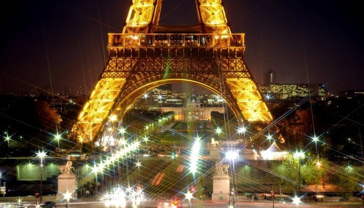 The Eifel tower lit up at night