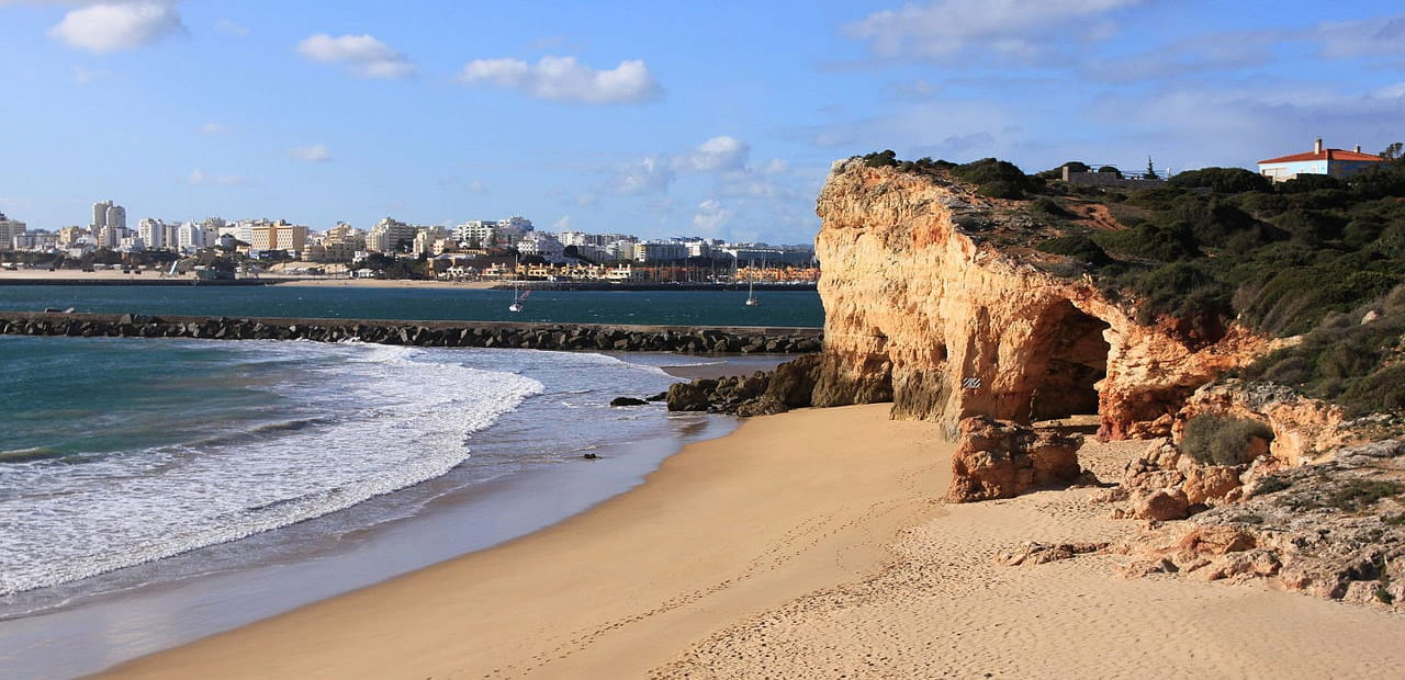 Ferragudo Beach is a great, close by option for expats living in Algarve.
