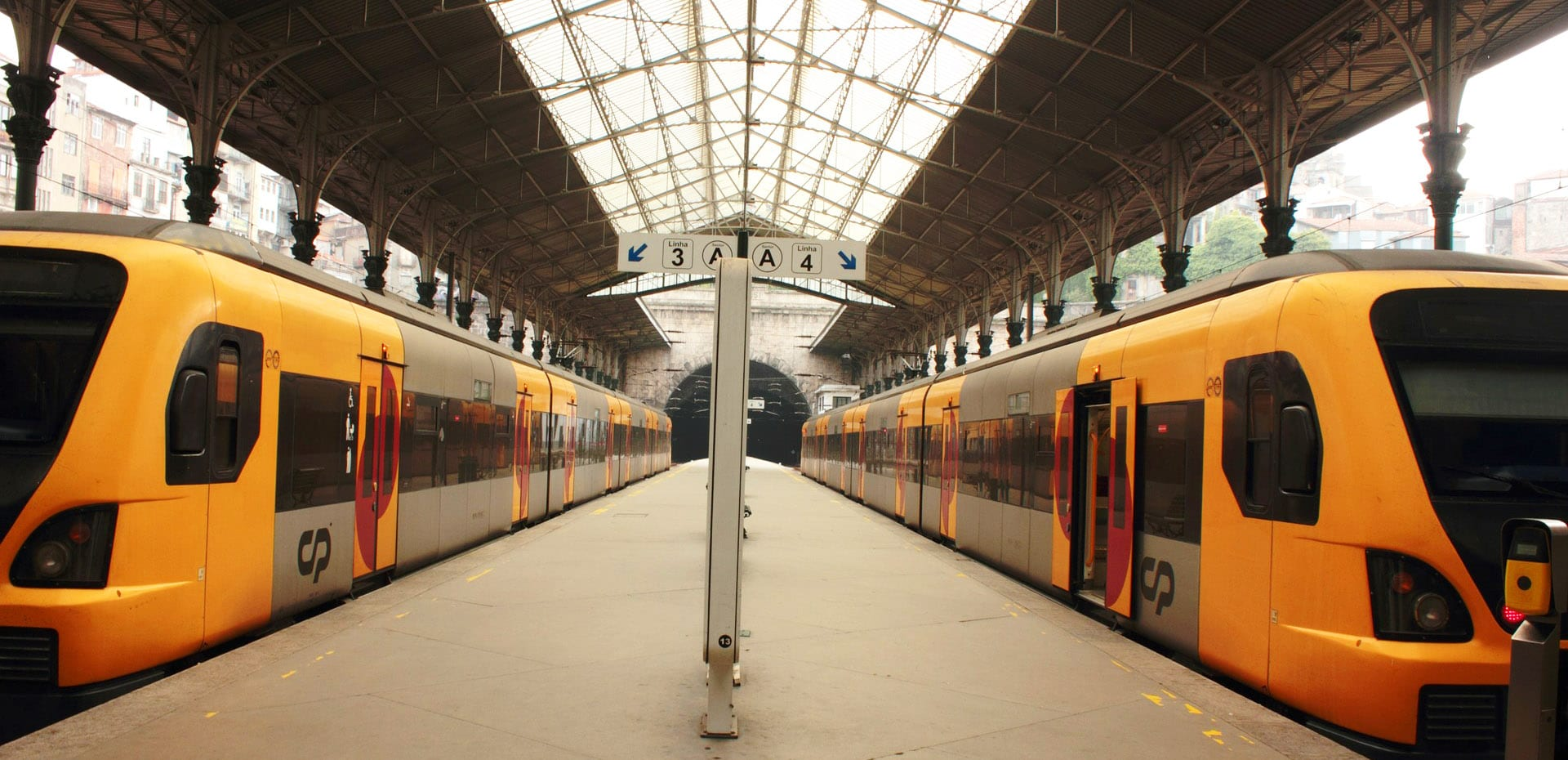 railroads-in-portugal-sao-bento-station