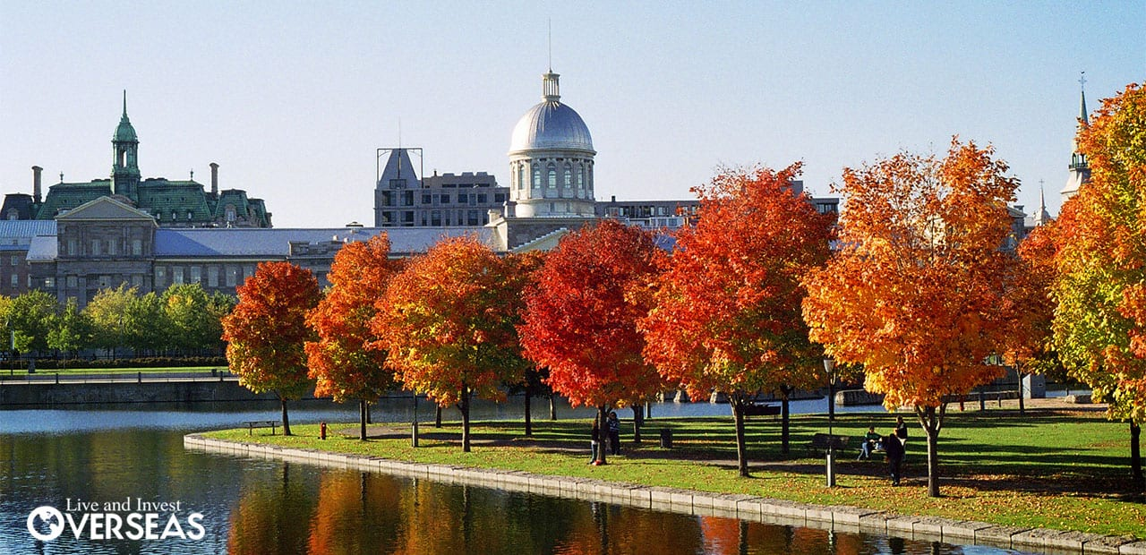 Superbe Austum Trees With Orange Leaves In Front Of A Historic Canadian Domed  Building