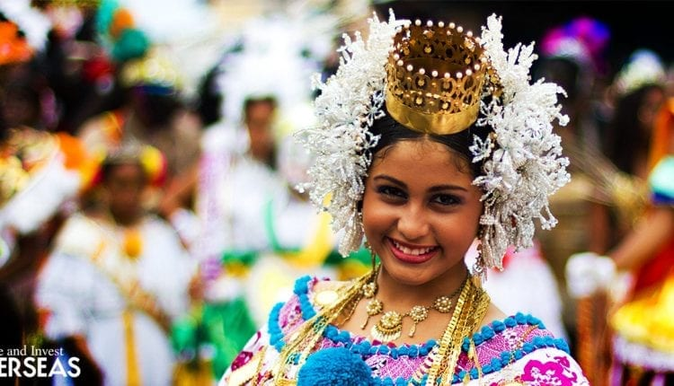A panamanian empollerada embodies panamanian pride, specially on its November holidays.
