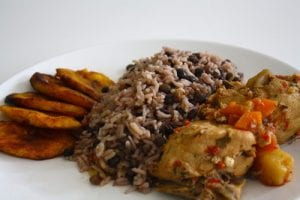 Arroz con Guandú and Pollo (Rice with Beans and Chicken).