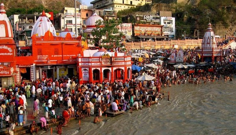 a crowded shore of the ganges river