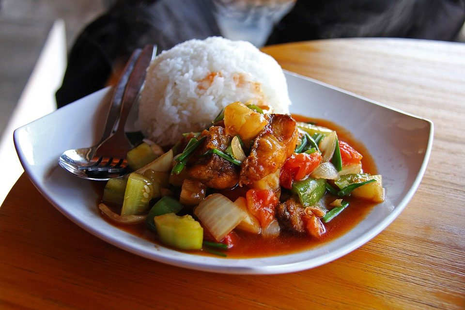 a plate of laosian stew with white rice