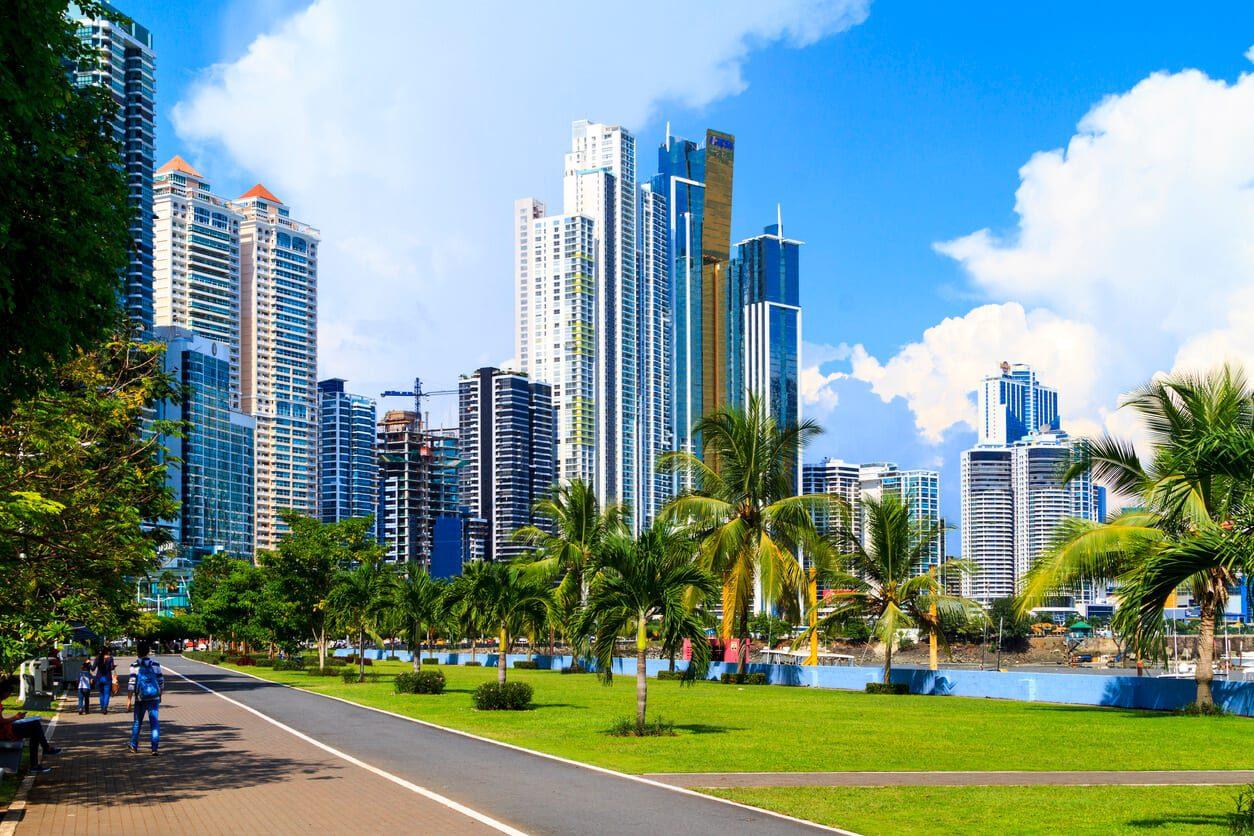 Panama City sunny day skscrapers