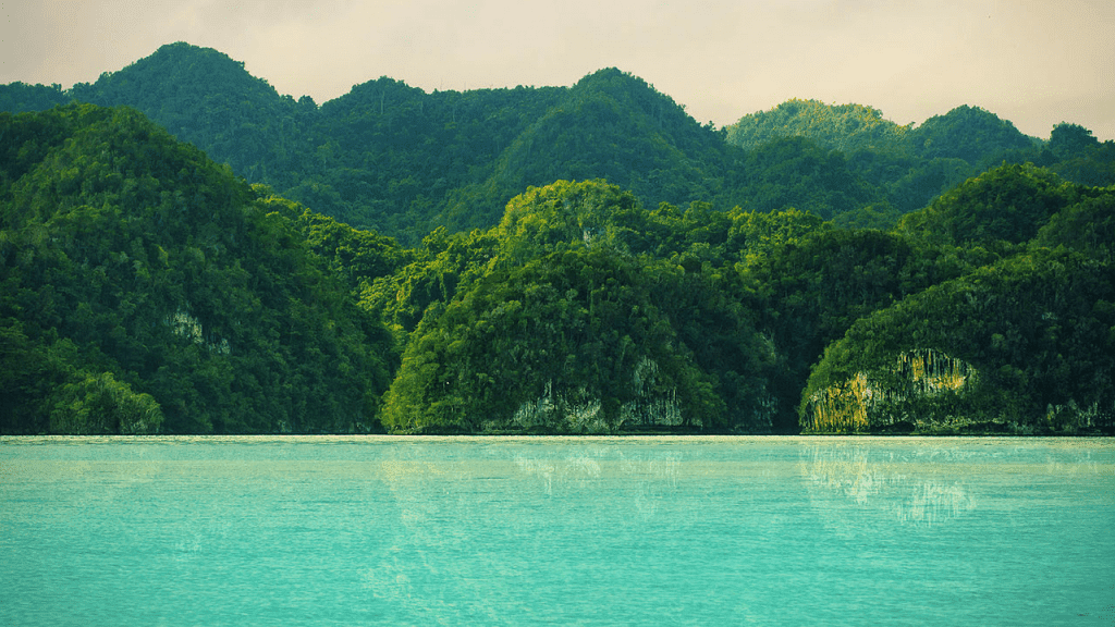 The mountains make a great backdrop to Playa Frontón