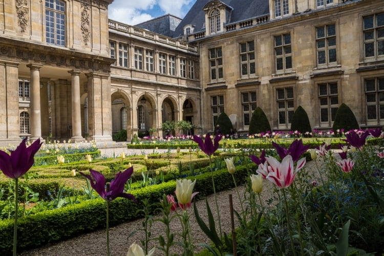 The Beautiful gardens of Musee Carnavalet, the museum of the history of Paris.