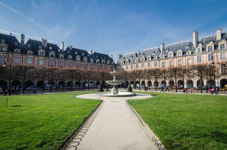 Place des Vosges, Paris.