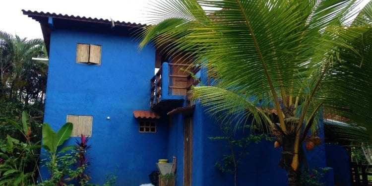 a blue houes in Santa Catalina
