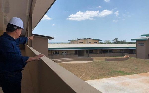 President Varela visiting the new school in Mariato