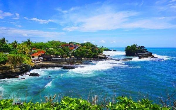 best places to retire in indonesia, bali beach scene