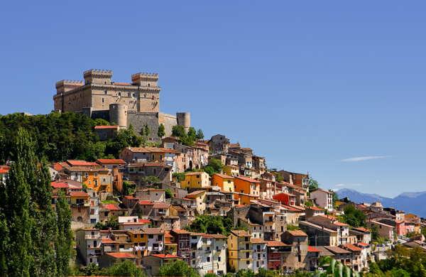 castle town in abruzzo italy