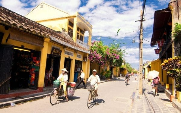 Best places to retire in Vietnam Da Nang street scene