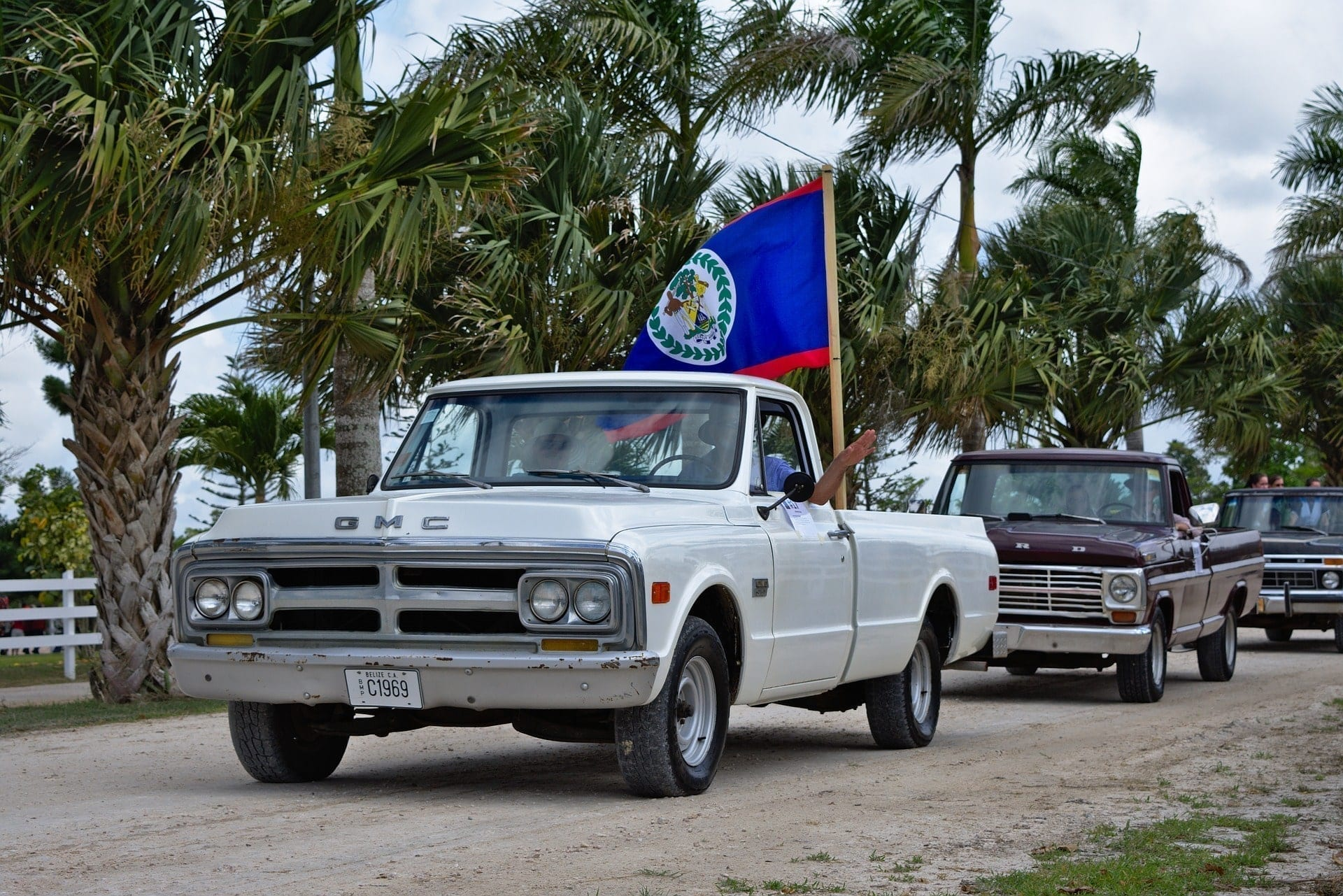 Buying Your Vehicle in Belize vs. Shipping Your Car To Belize