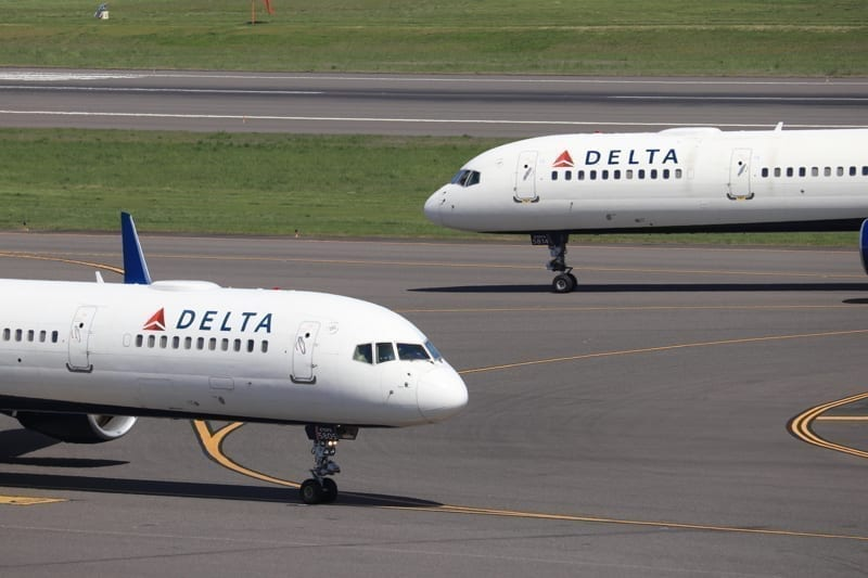 Two Delta Air Lines Boeing 757