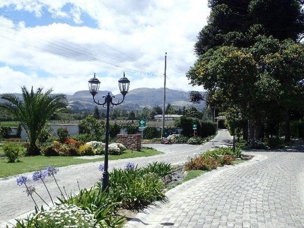 boulevard in ecuador