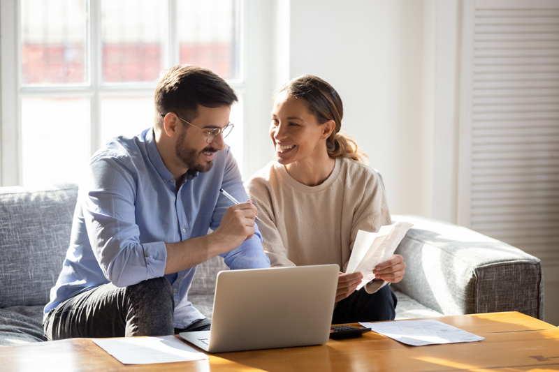 couple setting savings goals