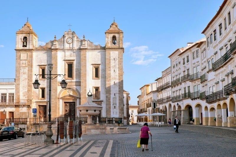 Giraldo Square early in the morning, Evora, Alentejo, Portugal
