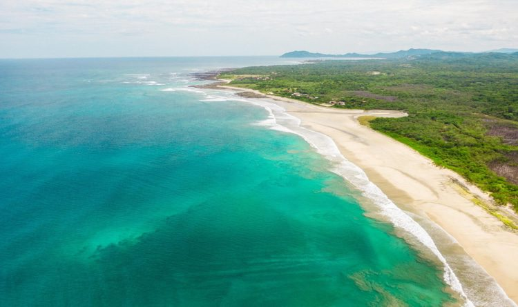 Turquoise water in Tamarindo Beach, Costa Rica